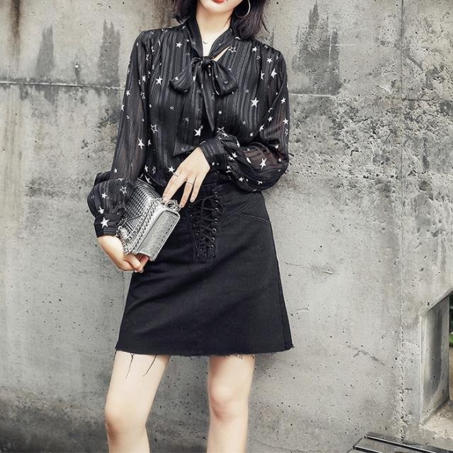 おすすめ☆秋冬物☆ トップス ブラウス 白 黒 リボンタイ かわいい 星模様 カフス袖