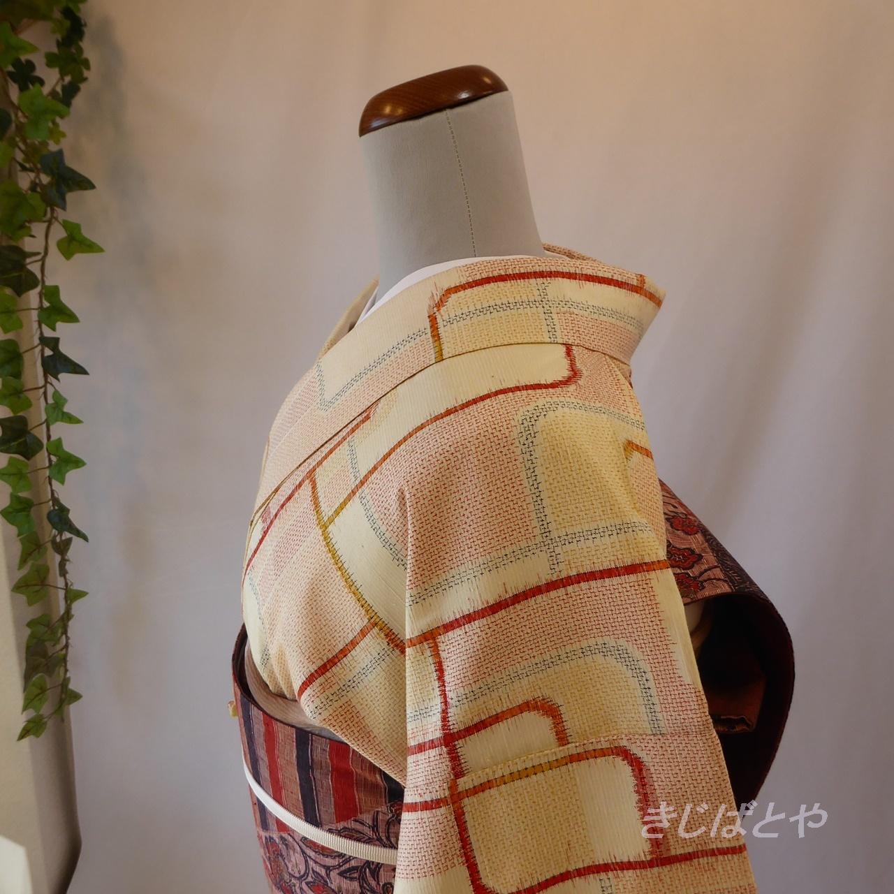 正絹紬 クリーム色にオレンジの幾何学模様の小紋 袷
