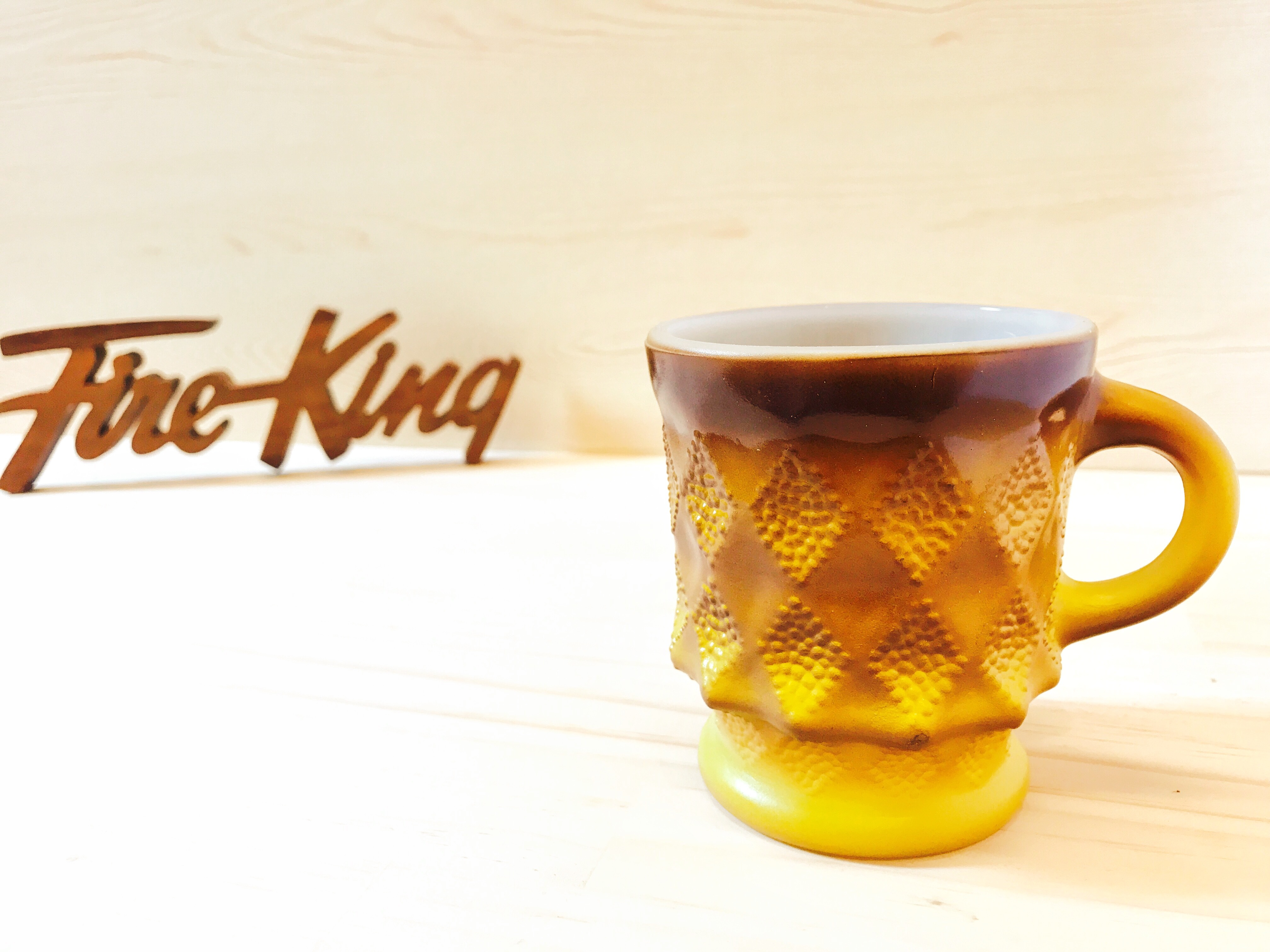 "[Fire King] ダイヤモンドマグ ""キンバリー"" ブラウン・イエロー ミルクガラス (識別No.23001)"