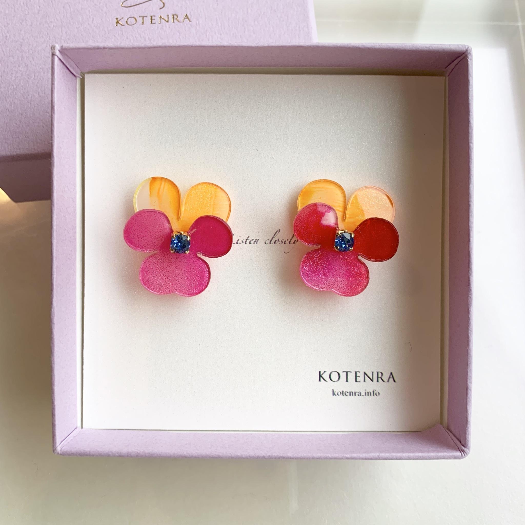 "Planting ""Viola"" flower ピアス"