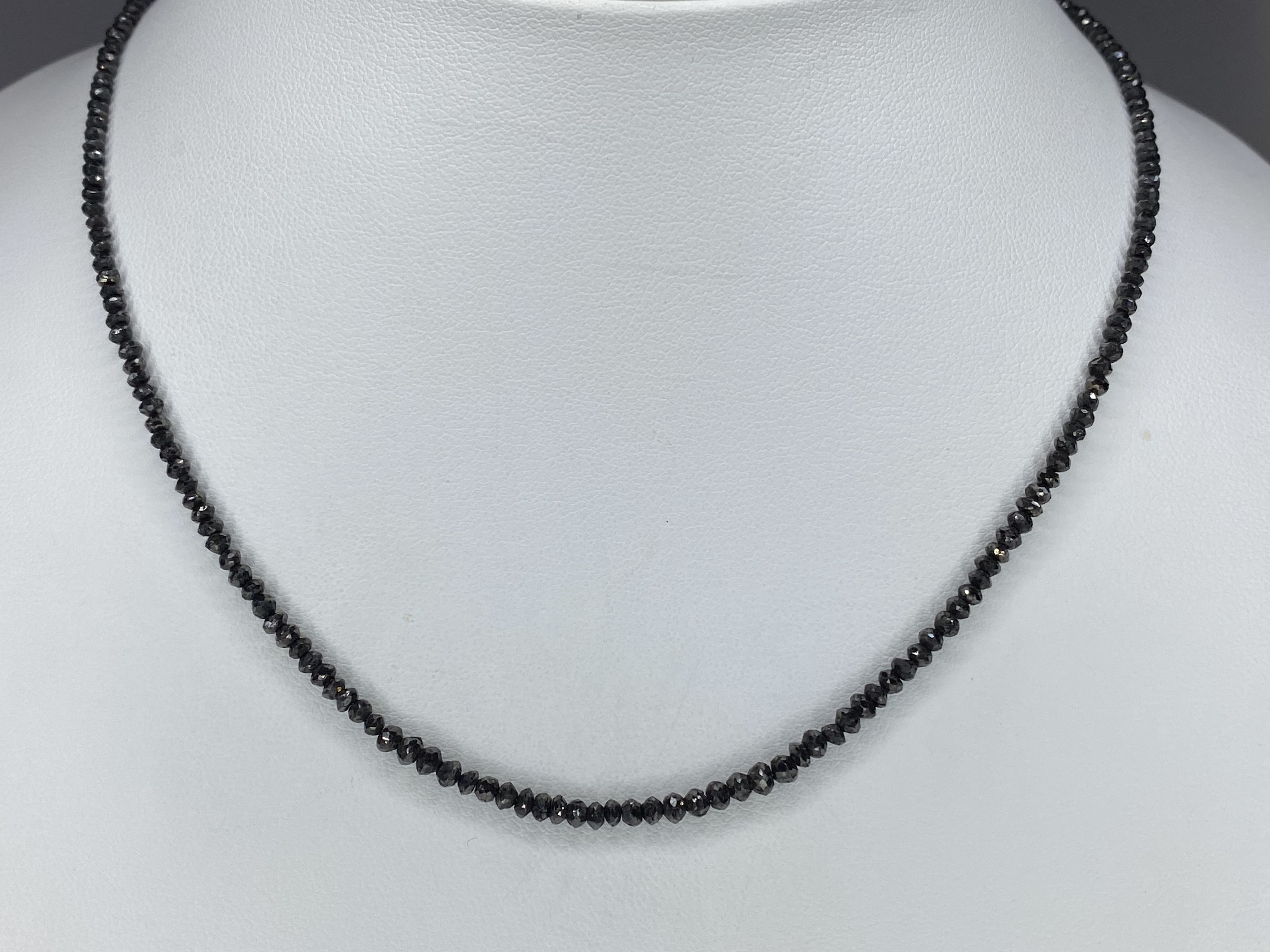 K14WG  ブラックダイヤモンドネックレス ○