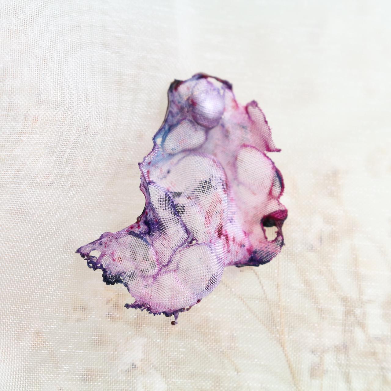 赤ピンク|染めオーガンジーの片耳アートピアス