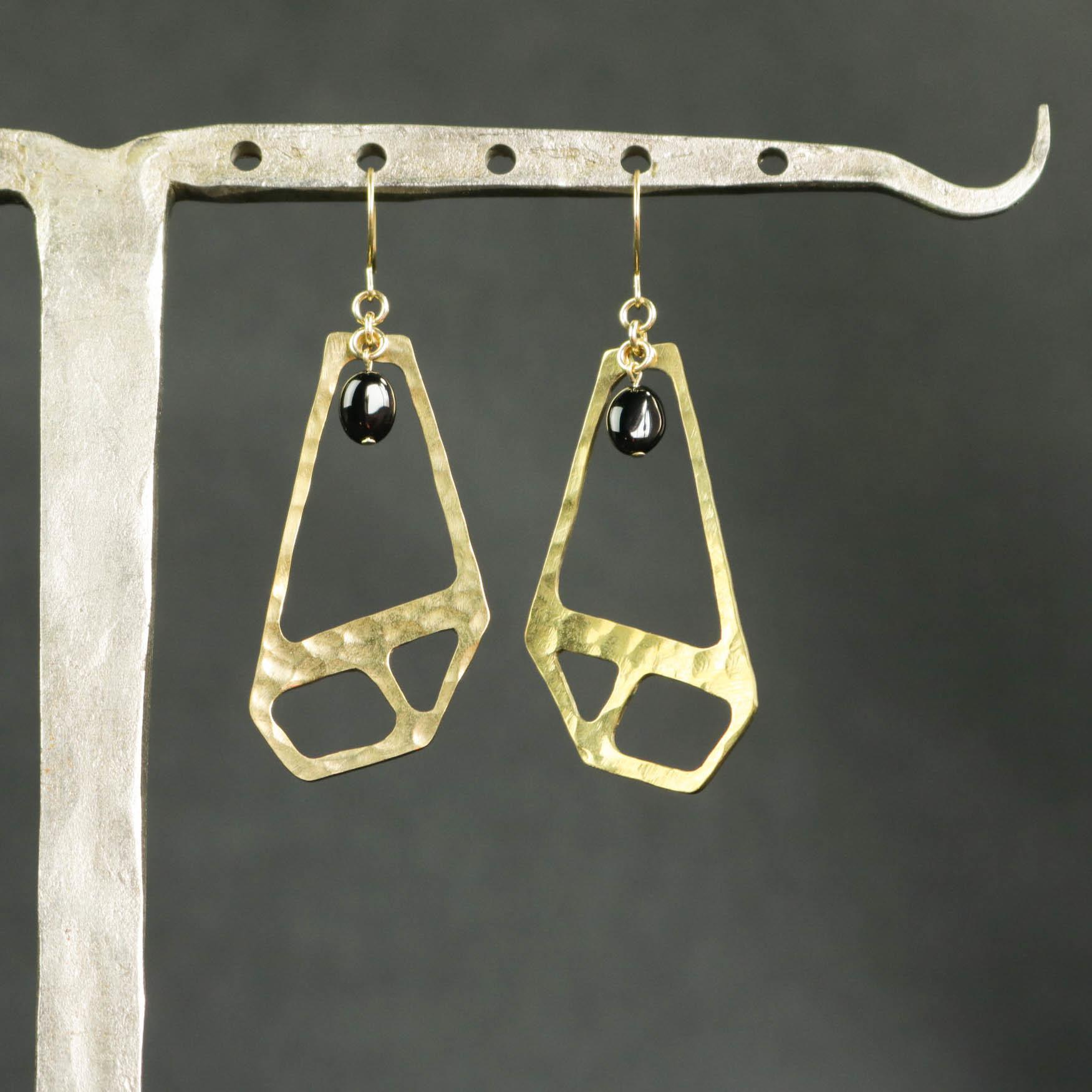 オニキスとデザイン真鍮ピアス【P216】