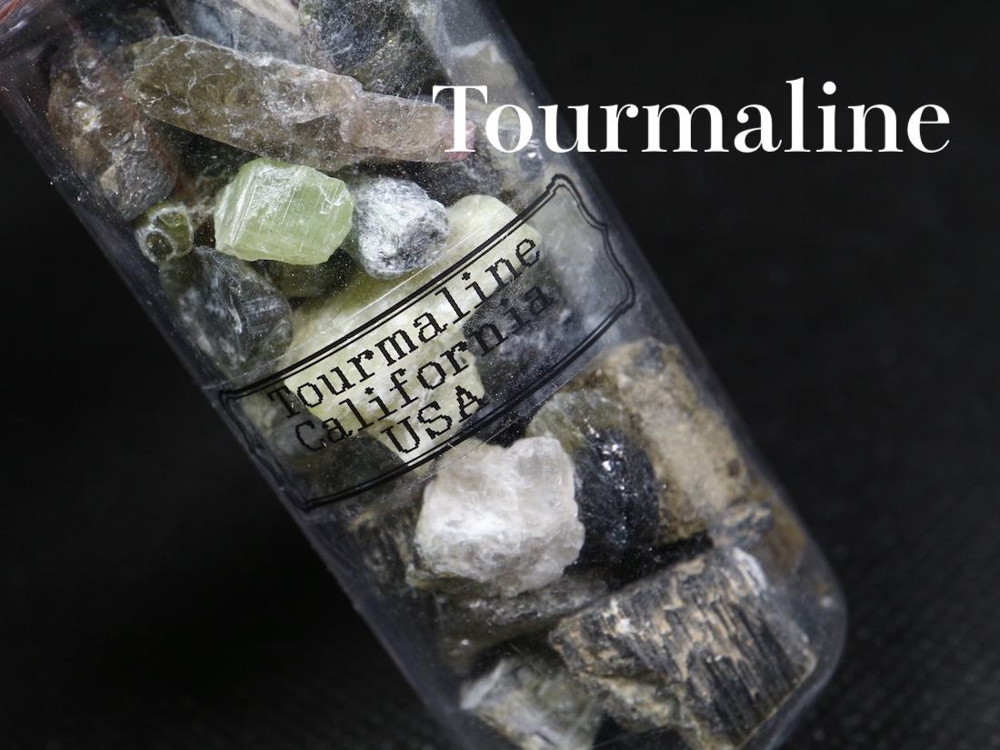 超お買い得!【鉱物標本セット大】トルマリン グリーン系 ボトル 瓶詰め T126 原石 宝石 天然石 鉱物セット