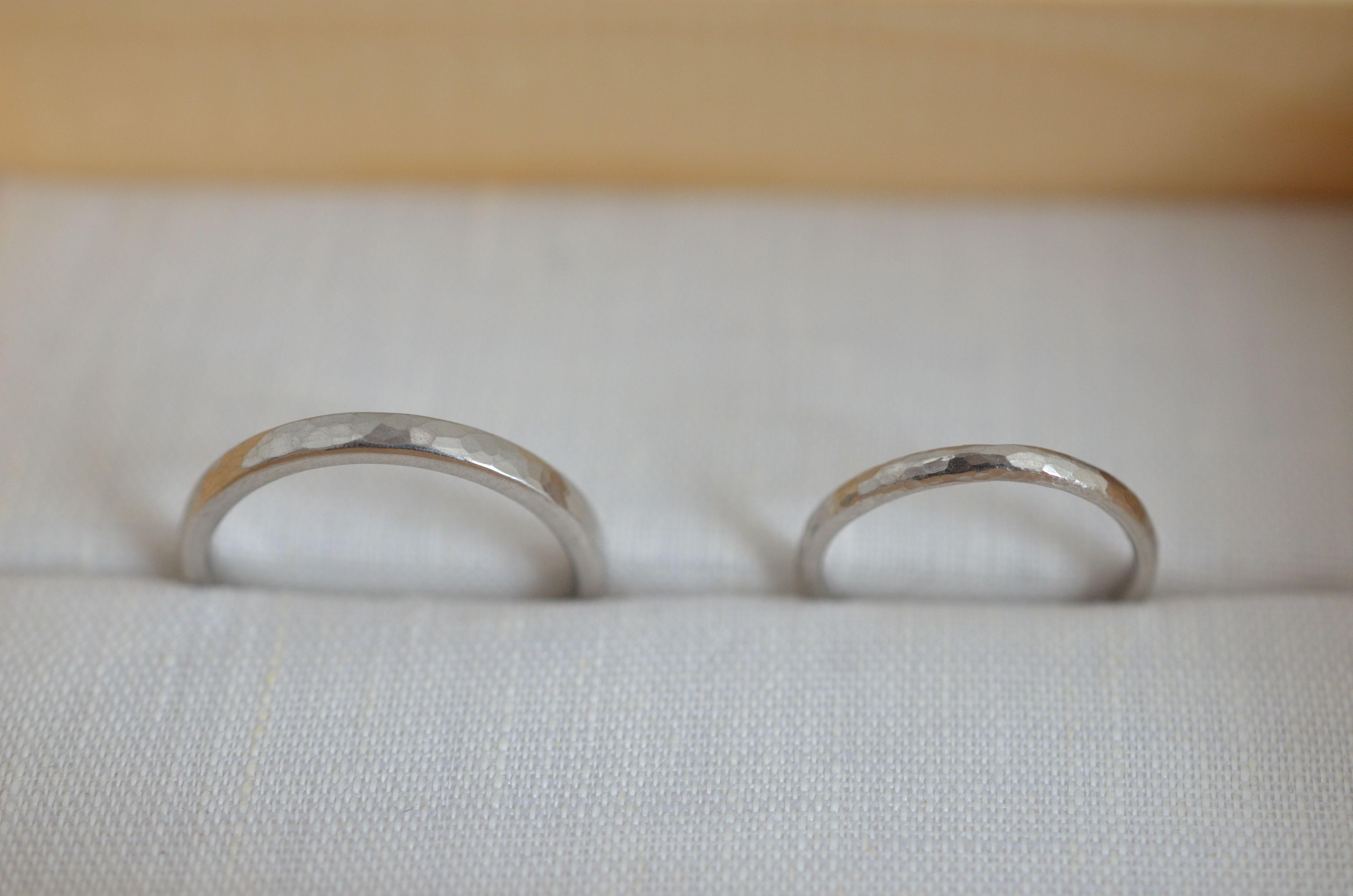 結婚指輪 Pt950 / 平角・甲丸 / 鎚目仕上げ