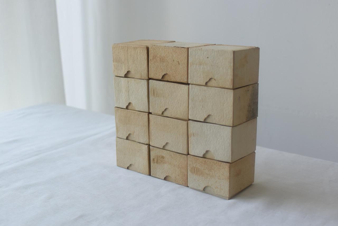 美しく古びた紙箱12個