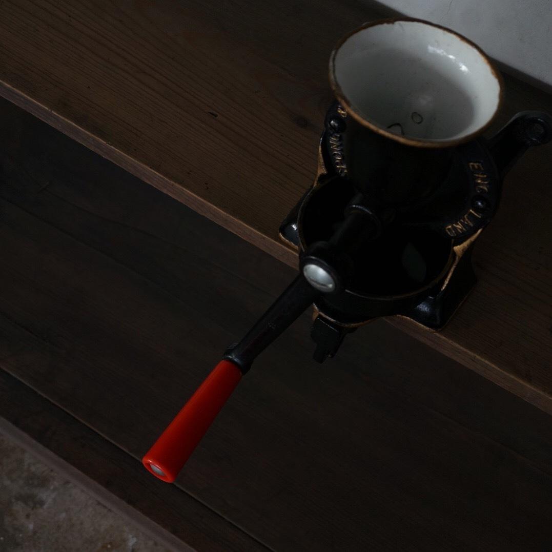 古いスポングのミル(皿有)