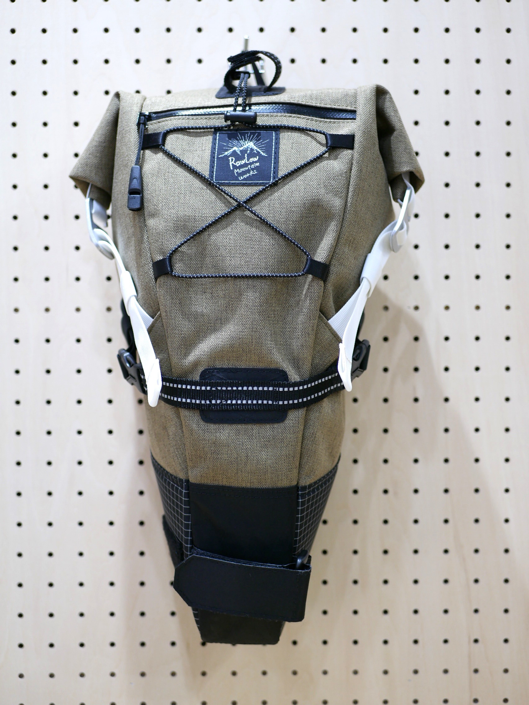 RAWLOW MOUNTAIN WORKS / BIKE'N HIKE BAG(OATMEAL)