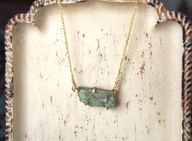 [一点物]原石のラブラドライトのネックレス