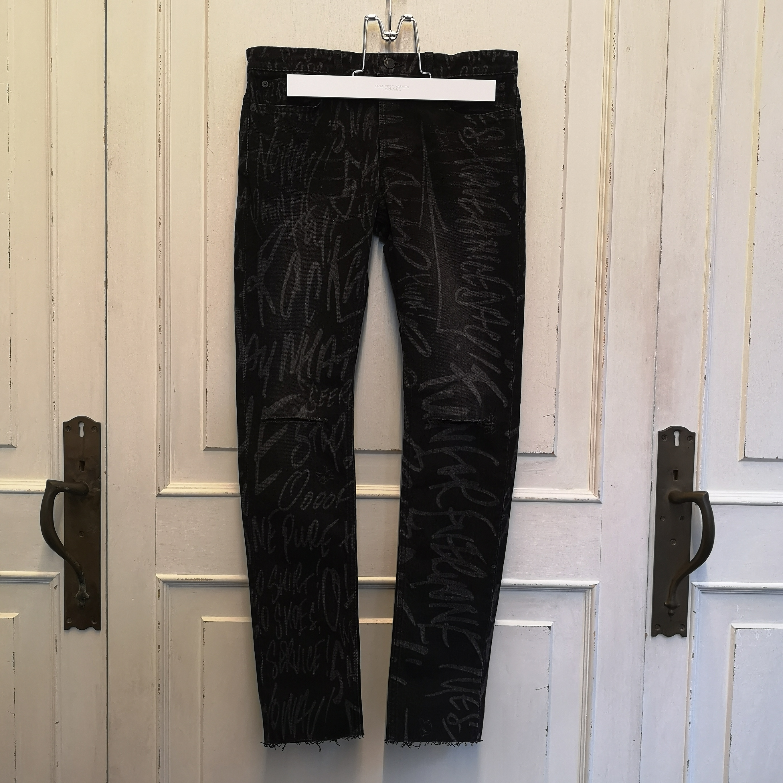 smd.0009SS20 Mickey Mouse words stretch slim tapered knee slit 6 pocket jean.