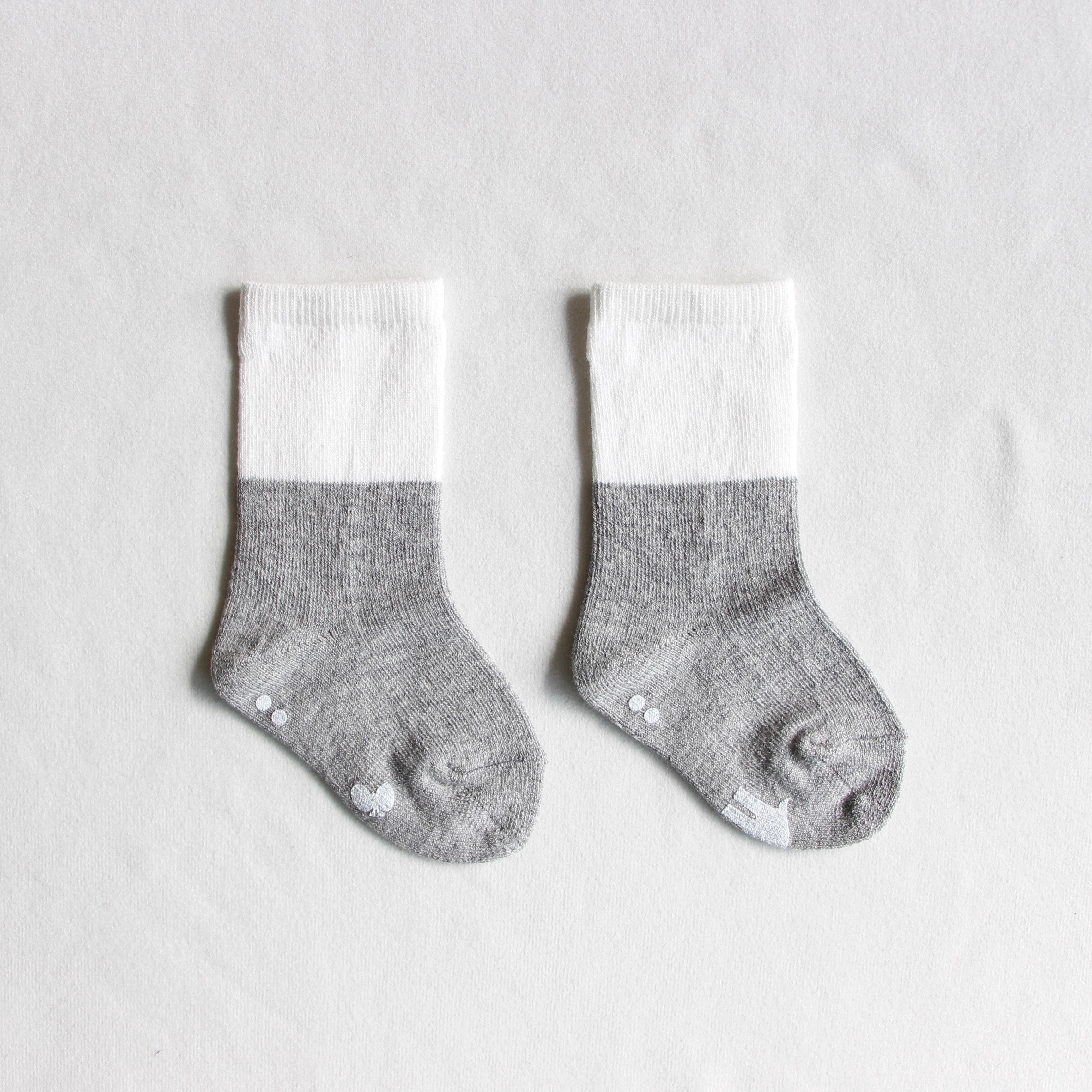《mina perhonen 2018AW》duo ソックス / gray