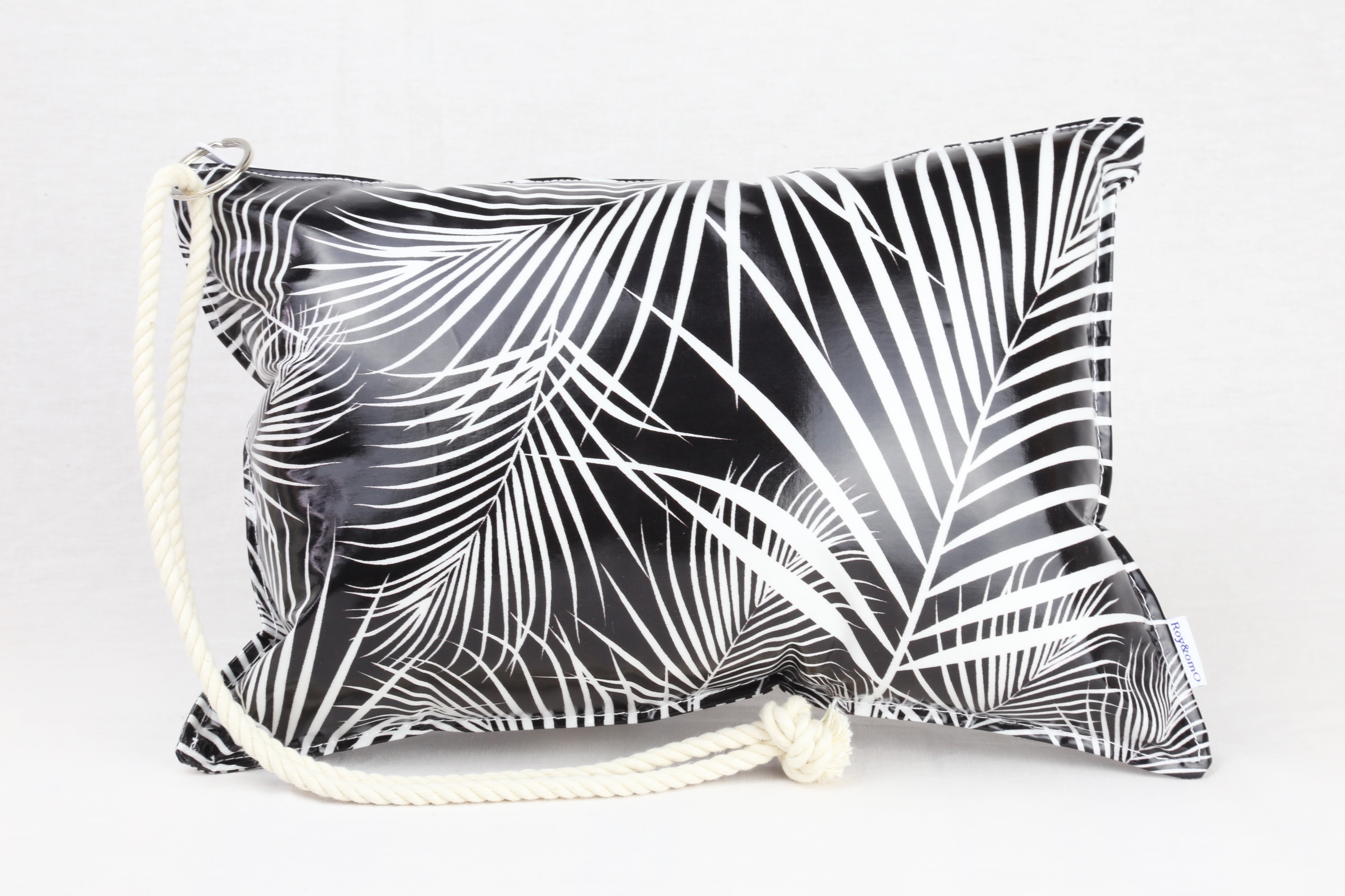 Pillow Bag (plumpillow purse)【Leaf Black】まくら×ポーチ アウトドア