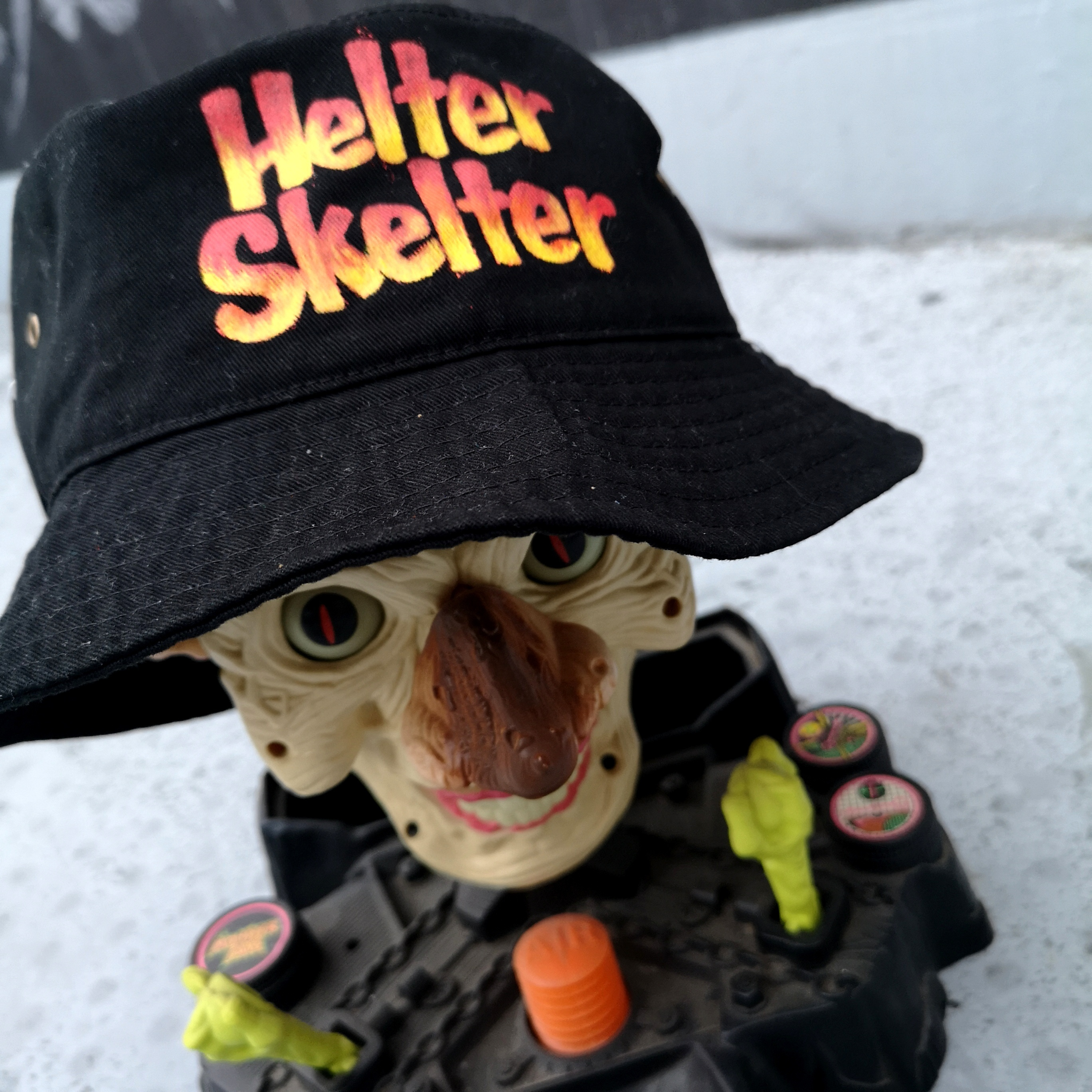 ||||| HELTER SKELTER BUCKET HAT