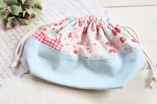 小さめお弁当袋*巾着 いちご・チェック/onni+gala 型番:68