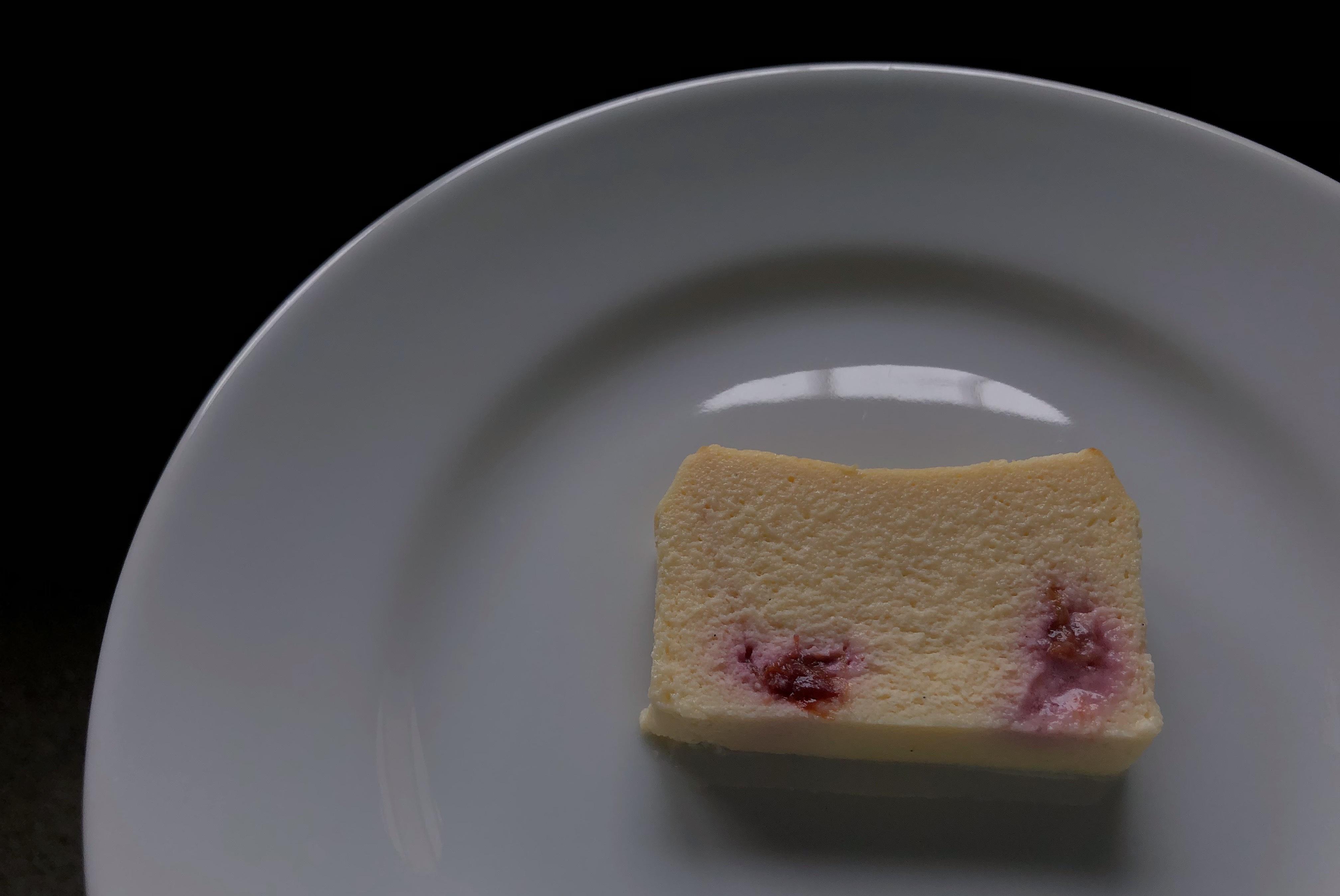 季節のチーズケーキと珈琲(すもも/エチオピア)