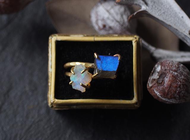 砂糖子様オーダー 原石のオパール・ラブラドライトのリング