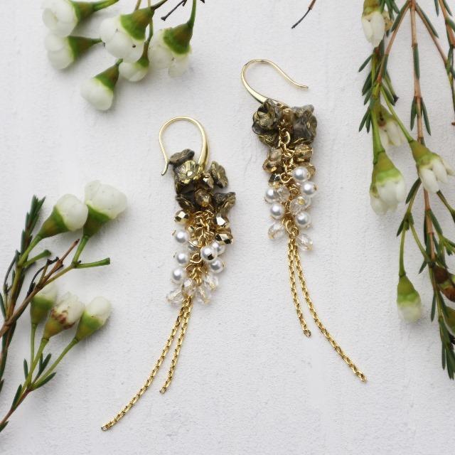 小さな花のイヤリング/ピアス