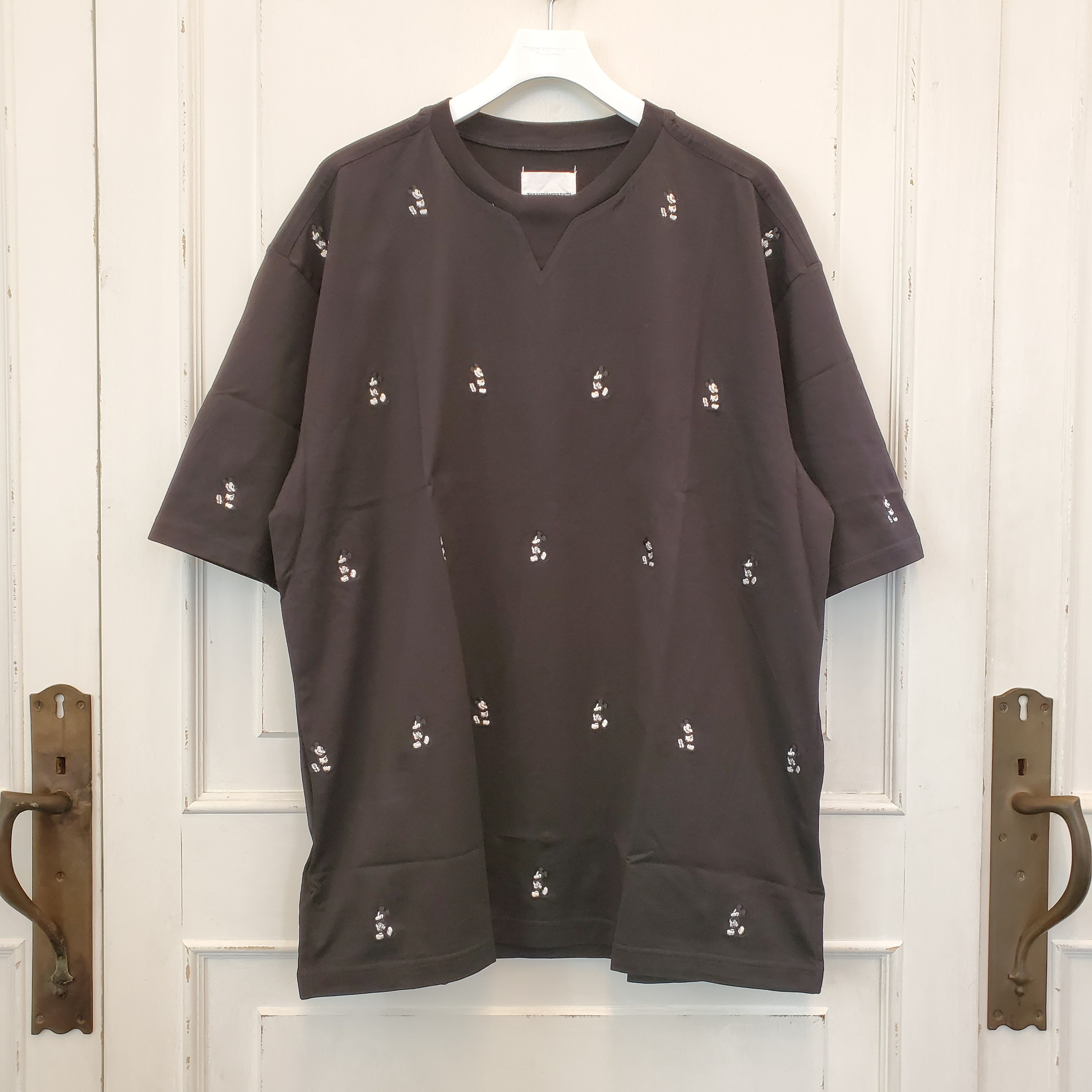 sc.0040bSS20 oversized Mickey Mouse embroidered crew neck s/s tee. (monotone color Mickey Mouse)