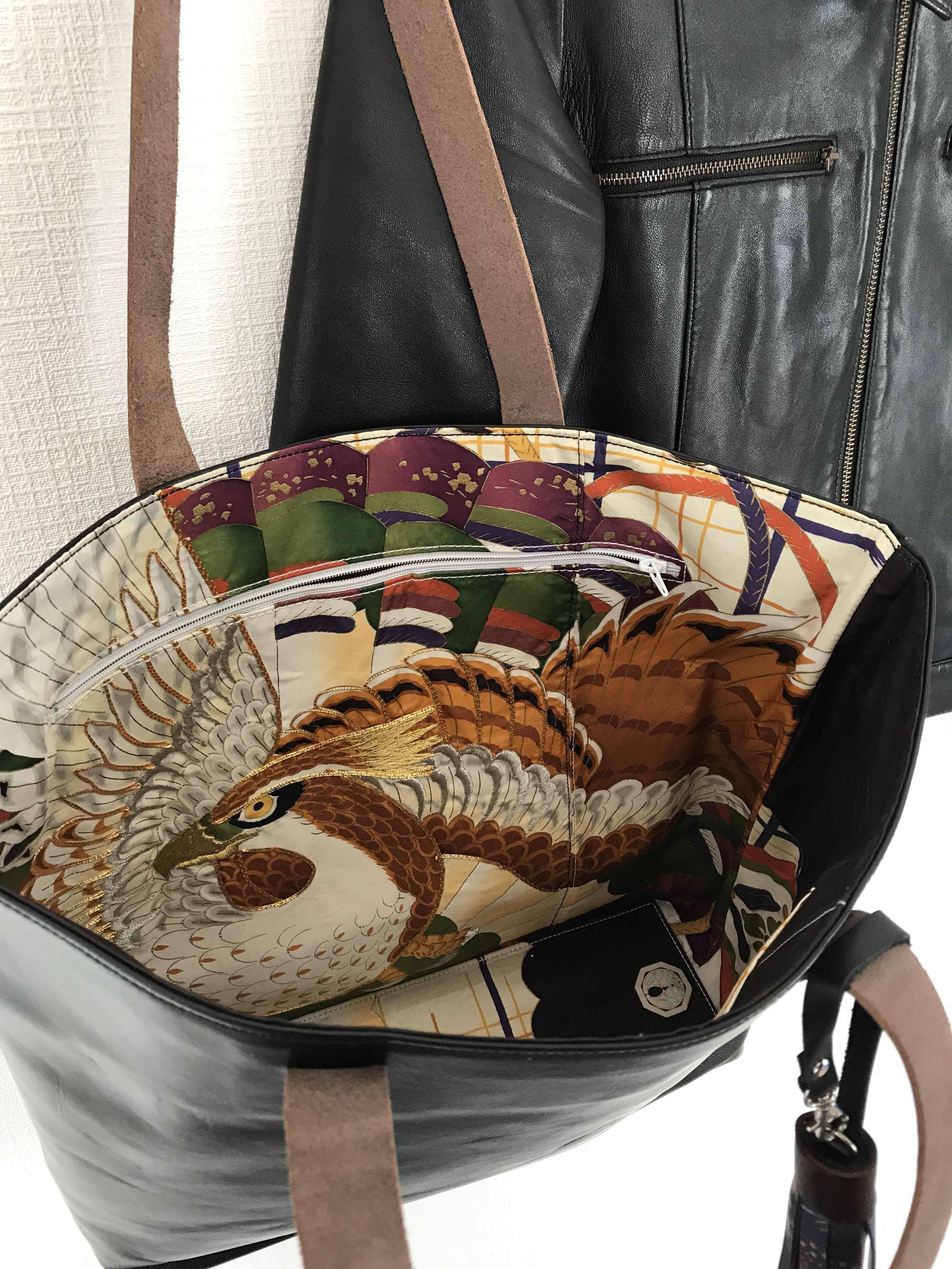 black leather bag  / eagle・colorful line