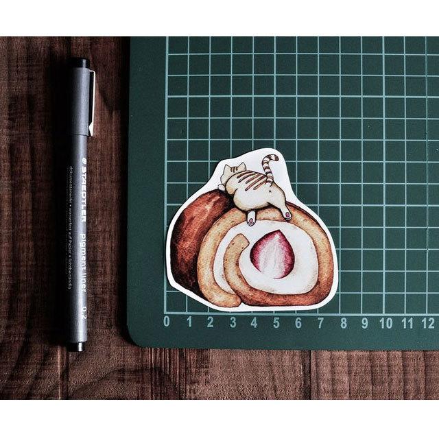 猫 防水ステッカー(苺ロールケーキ)
