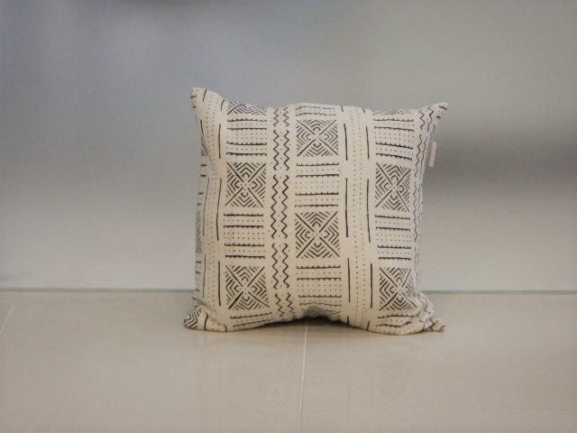 品番UC-005 Cushion [Large / African White mud cloth]