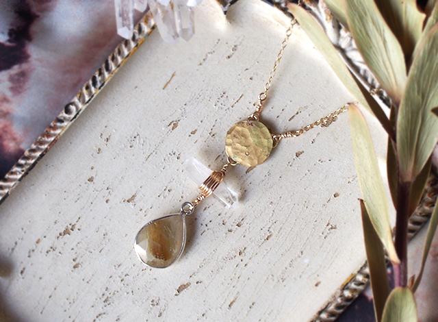 ルチルクォーツと真鍮のネックレス