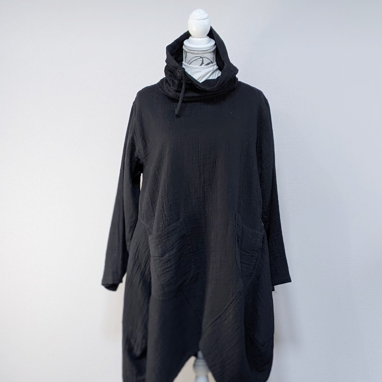 チェンマイ 変形長袖プルオーバーチュニックワンピース ブラック
