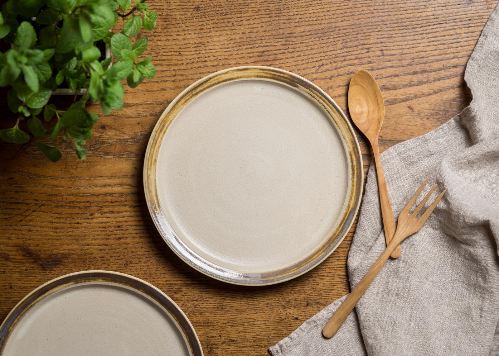 7寸 プレート白マット/リムマンガン釉(リムプレート・中皿・22cm皿)/鈴木美佳子