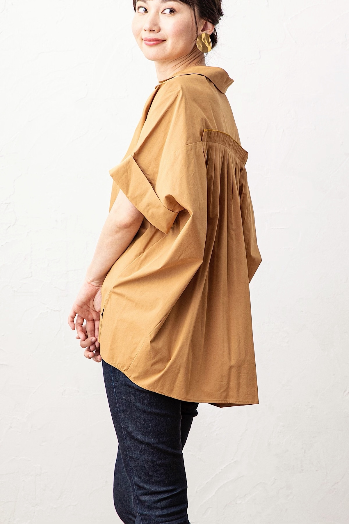 プリーツハーフスリーブシャツ <CAMEL>