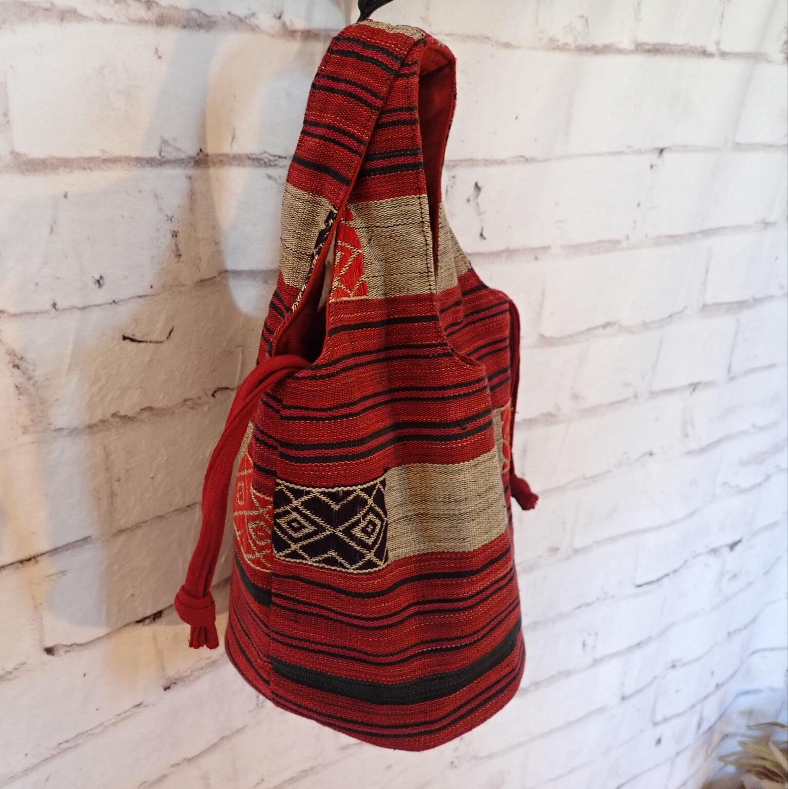 チェンマイ ナガ族刺繍のバケツ型バッグ 赤