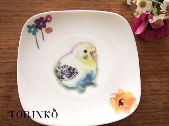 セキセイインコ イエローとお花の皿