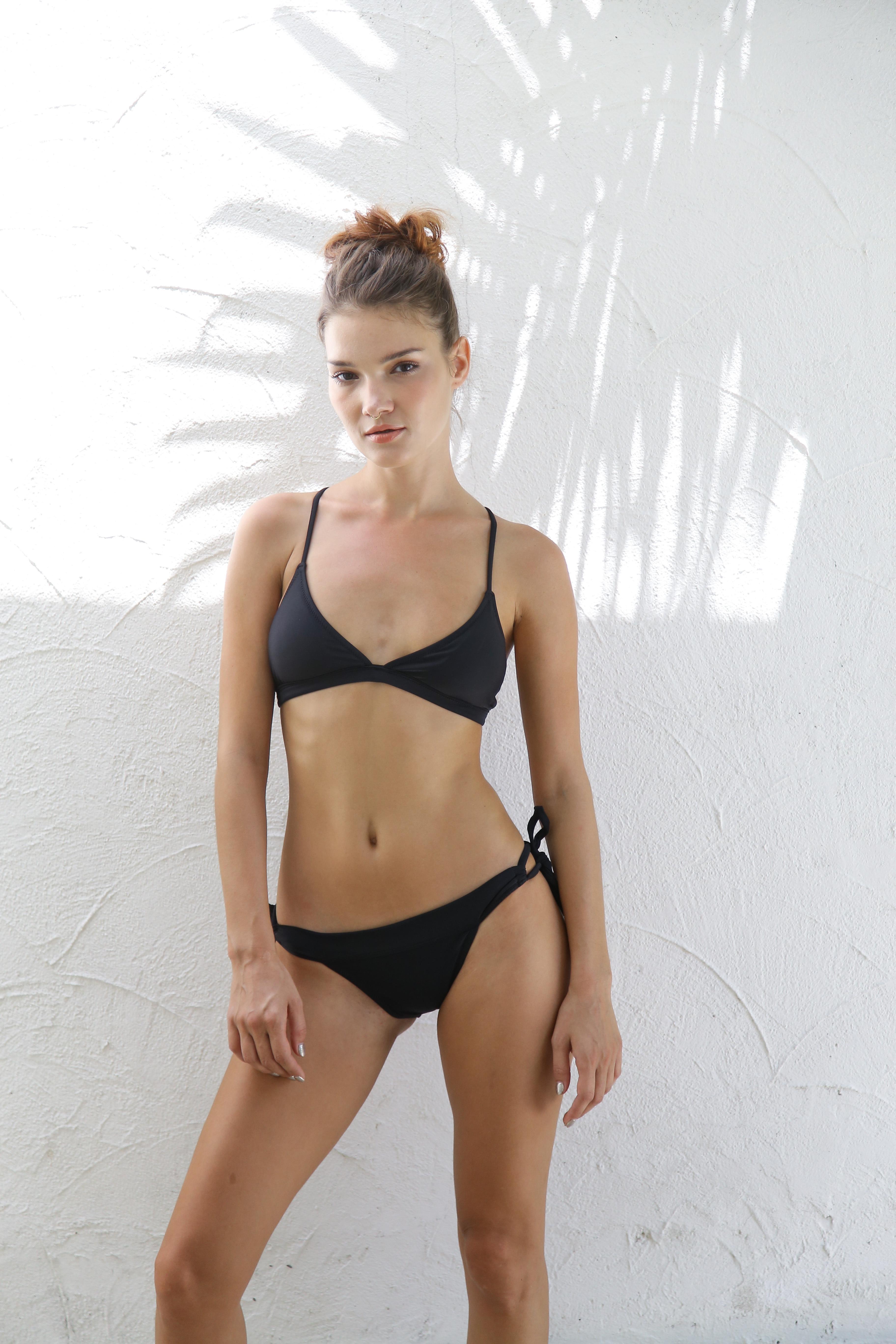 予約*WHITEHAVEN Back Cross Triangle Bikini BLK