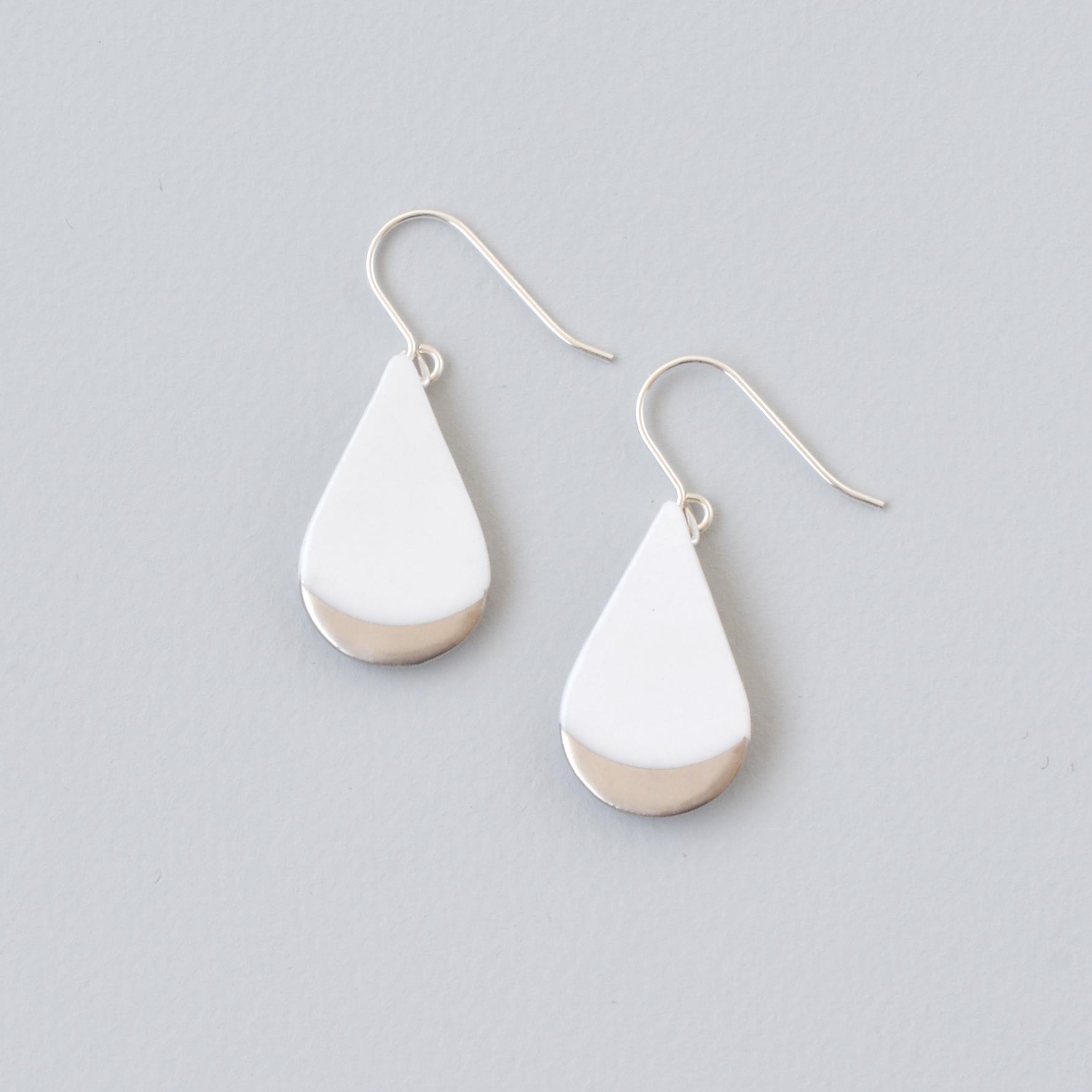 白磁金彩ピアス- ドロッププレート・ホワイトマットゴールド