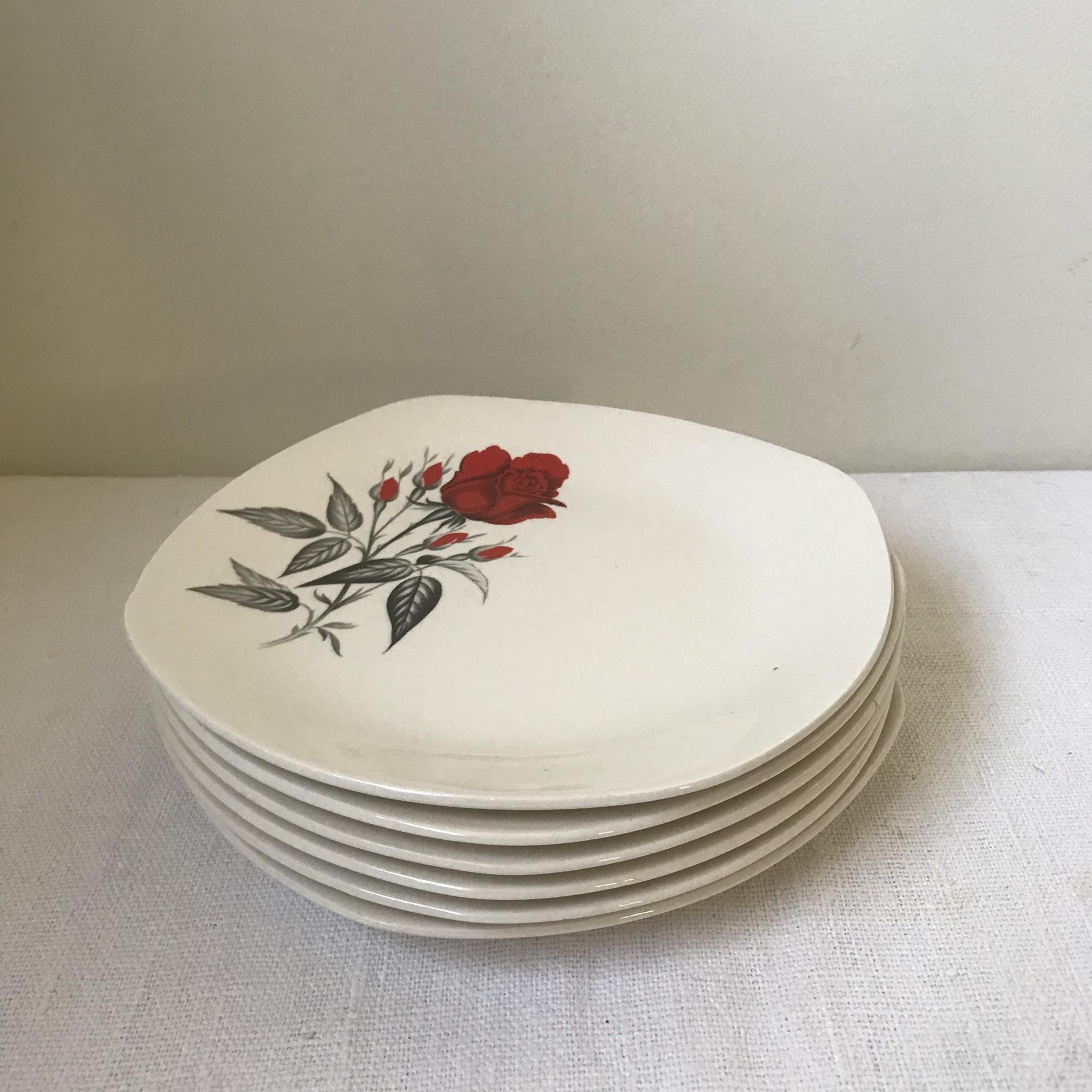 バラ柄のケーキ皿