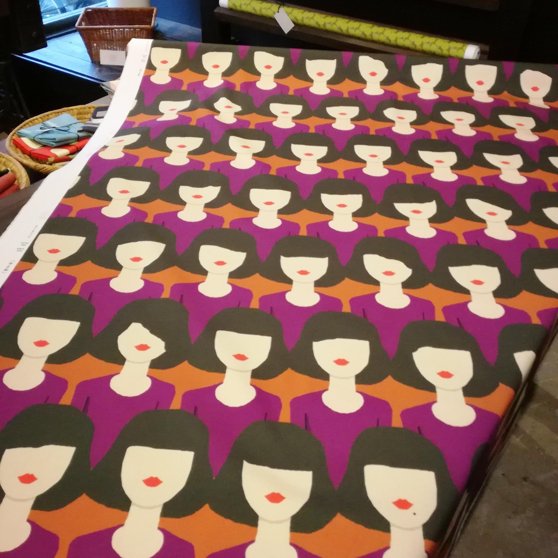今と私 紫の服(×50cm)