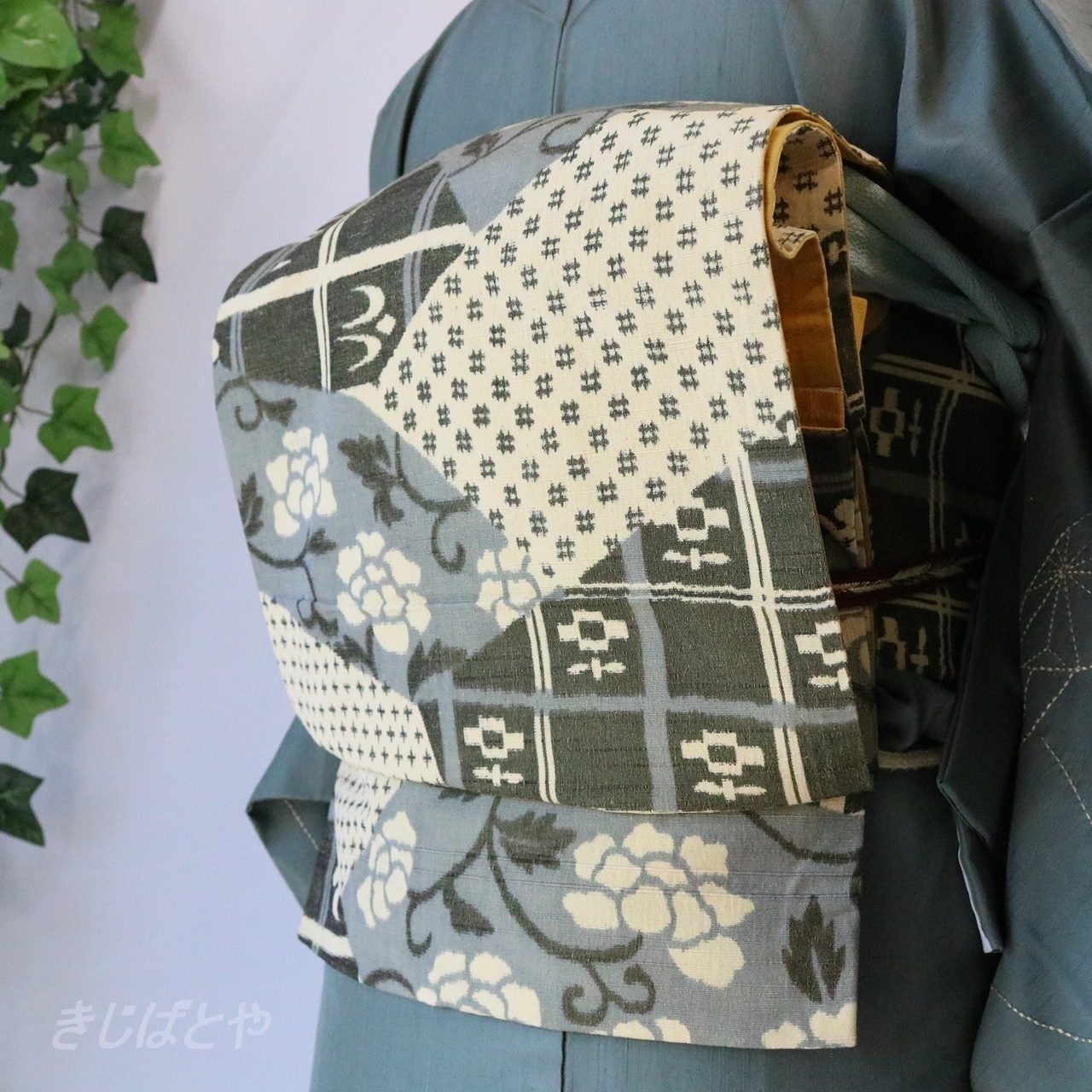正絹紬 利休鼠の総柄の洒落袋