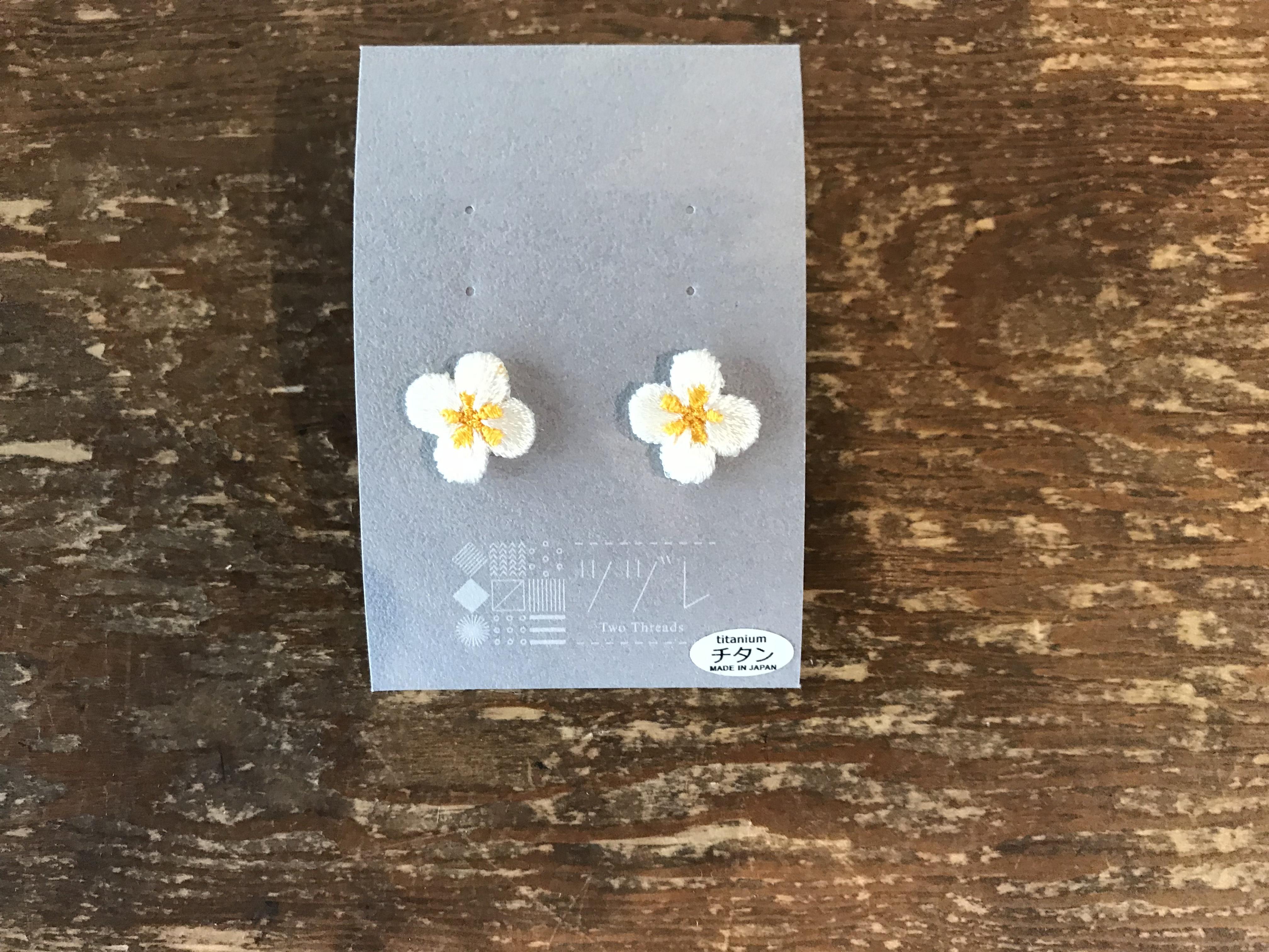 刺繍ツヅレ ピアス 小花柄