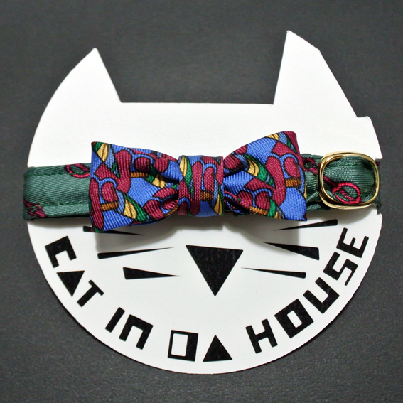 cat's collar vintage printed fabric  901