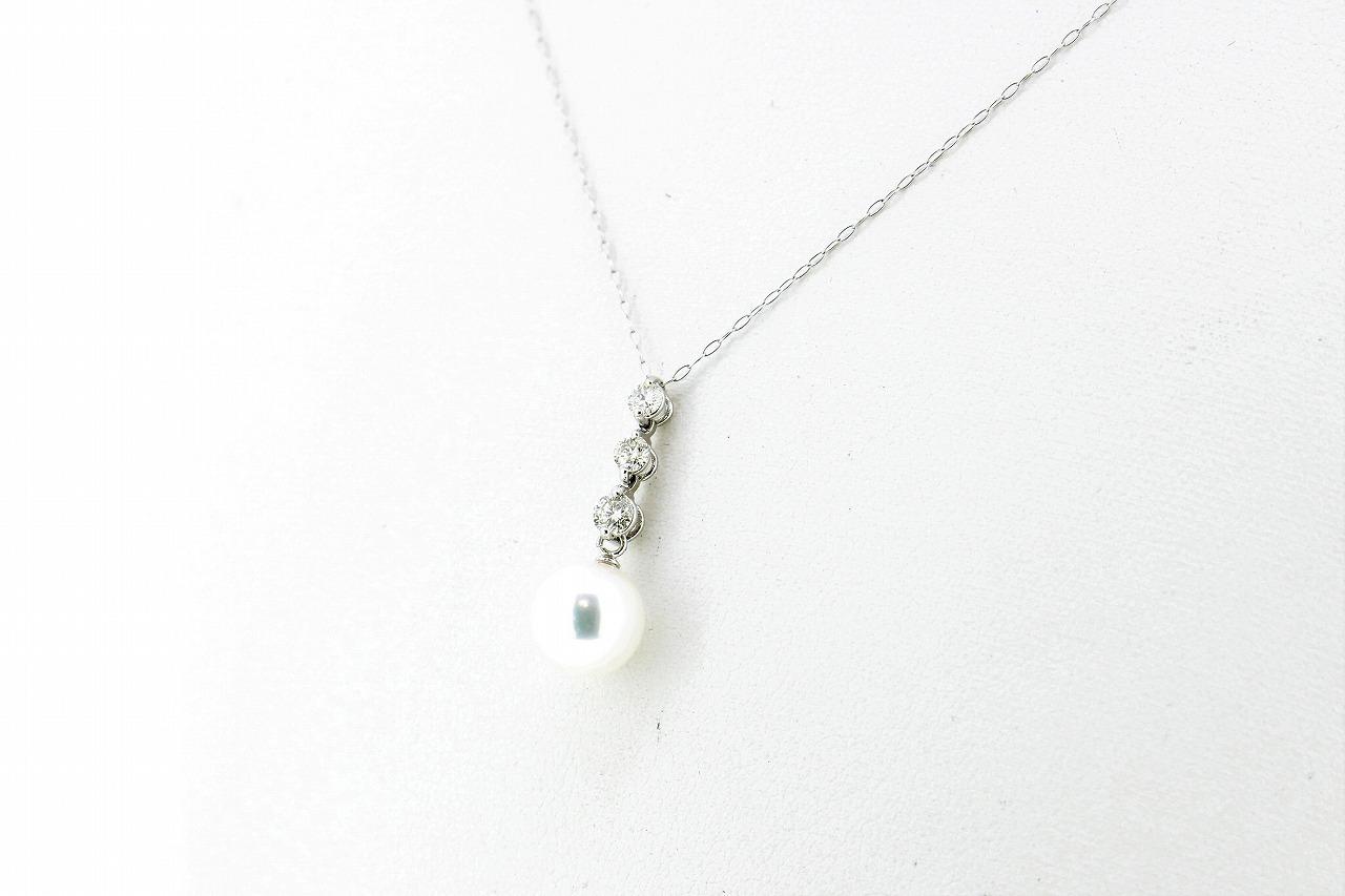 Pt プラチナ アコヤ真珠ペンダント 〈3ストーンダイヤモンド〉