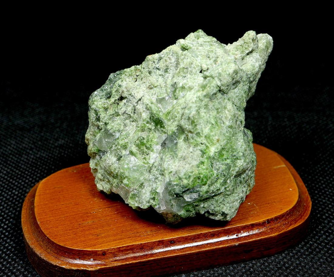 ダイオプサイド  Diopside モンタナ産  台付き DPT005 原石 鉱物 天然石 パワーストーン