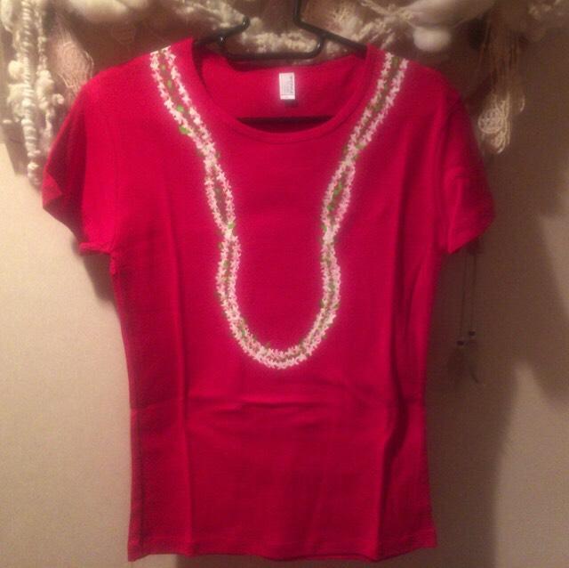 花シリーズ  赤地シャツにハッピーレイ(ピカケ)  手描きTシャツ