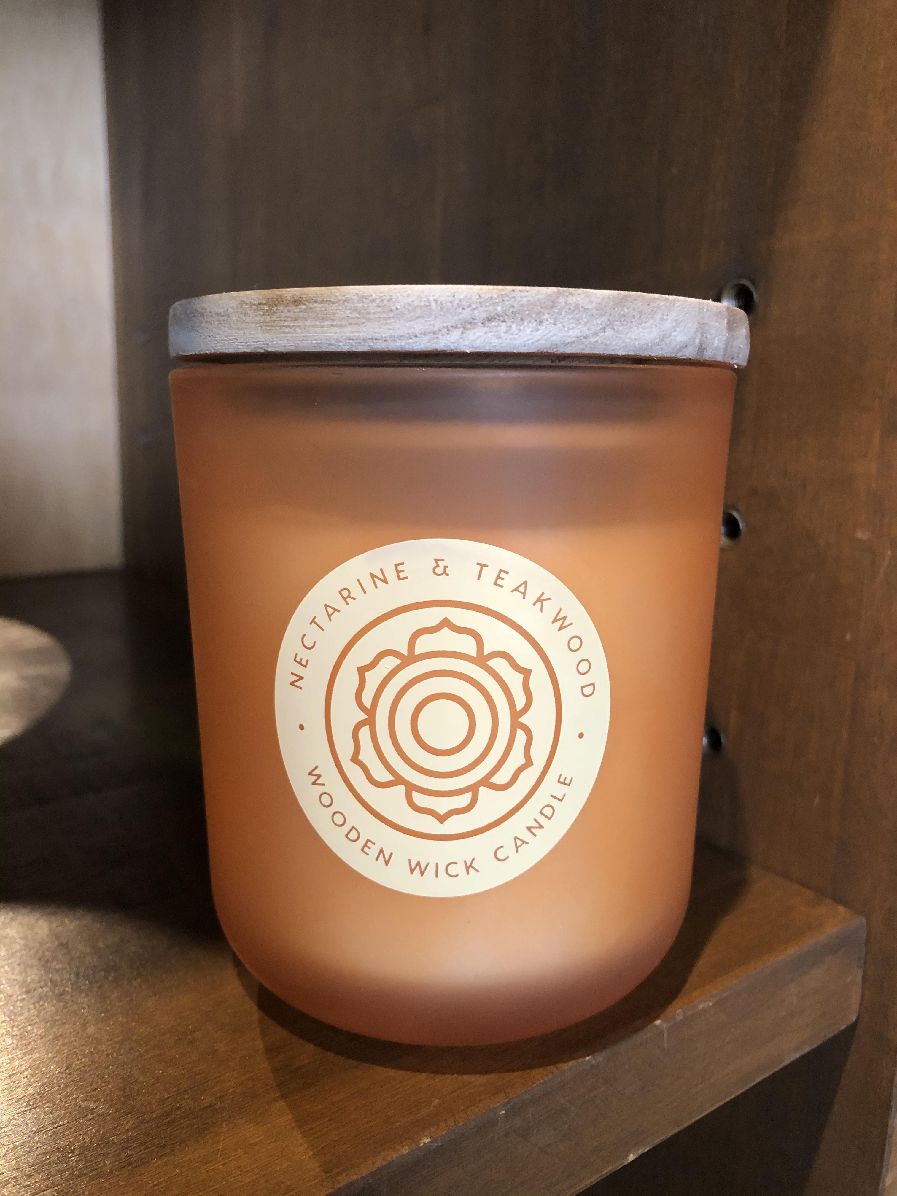 DW Home Candles NECTARIN & TEAKWOOD ネクタリンのフルーティさがウッディに素敵なアロマキャンドル