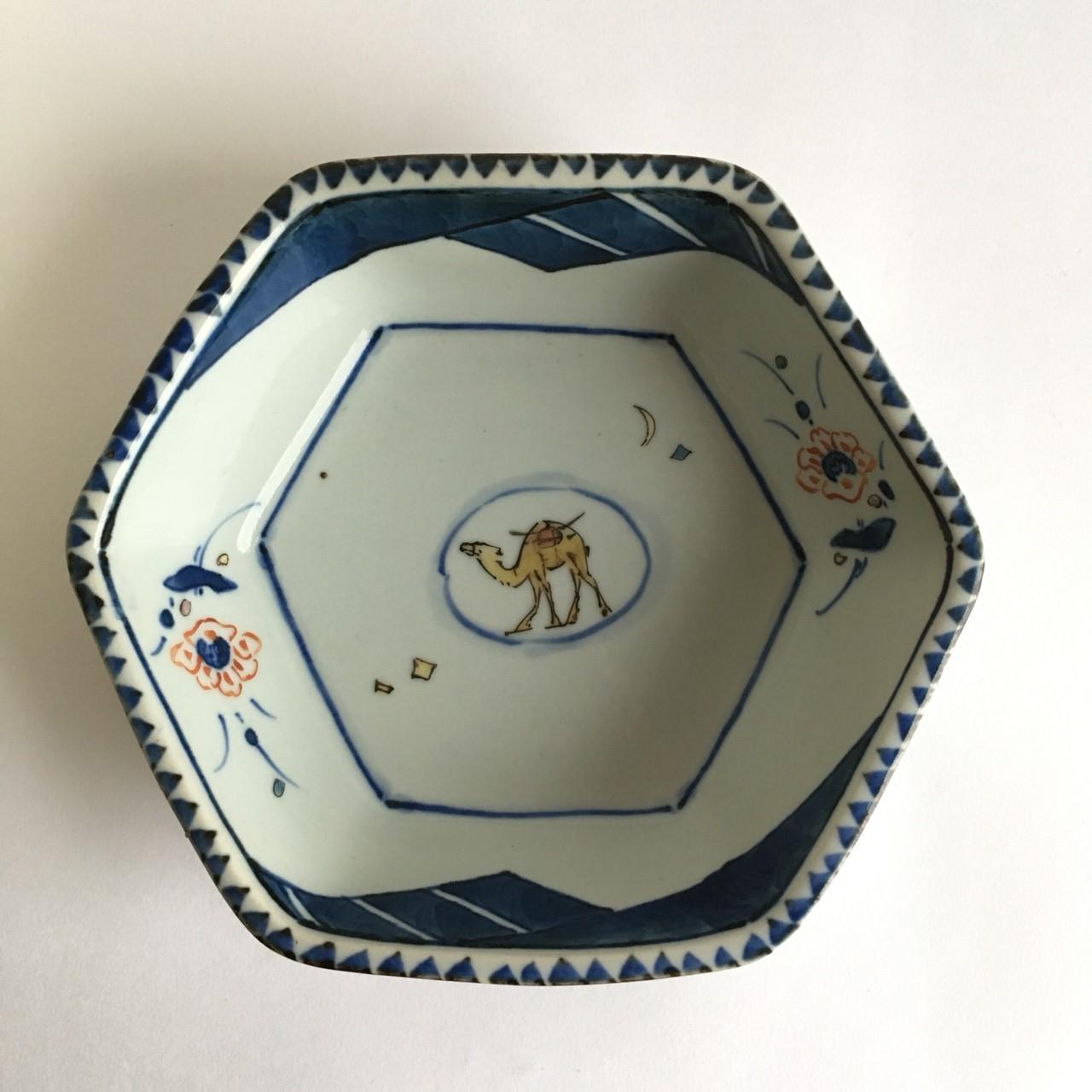 染錦花ラクダ六角鉢