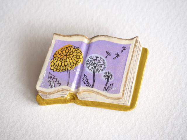 送料無料◆絵本みたいな陶土のブローチ《たんぽぽ、綿毛》