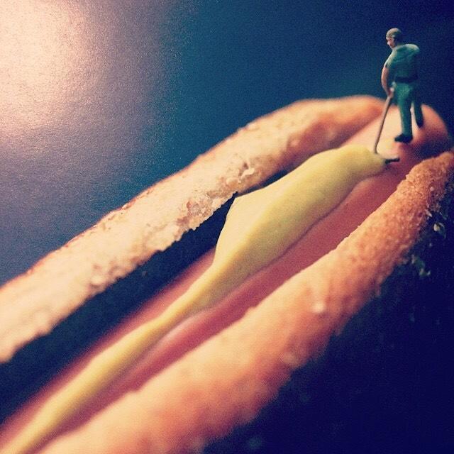 写真集「Big Appetites: Tiny People in a World of Big Food/Christopher Boffoli」 - 画像3