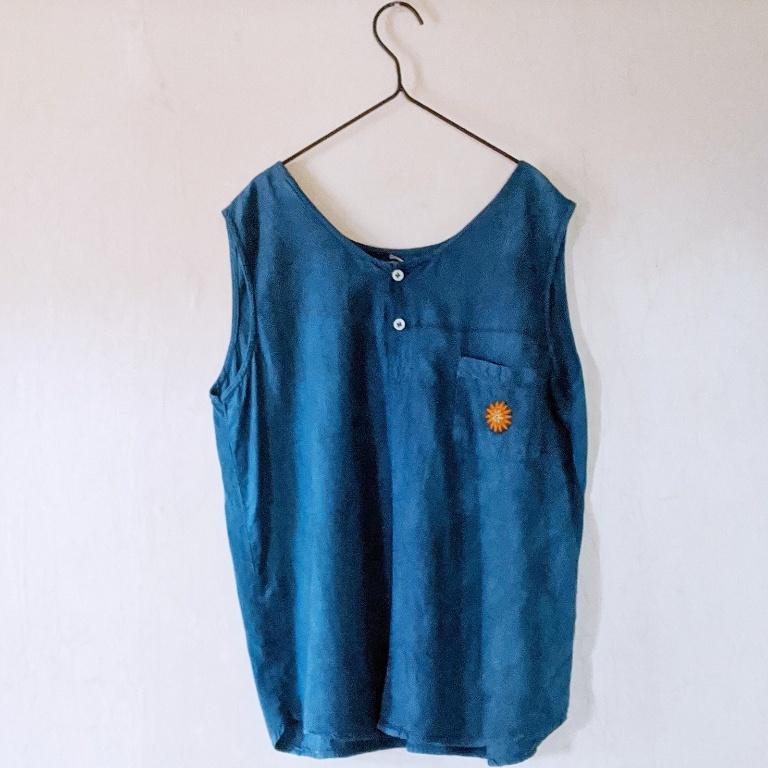 チェンマイ モン族古布の飾りつき藍染めノースリーブコットンシャツ