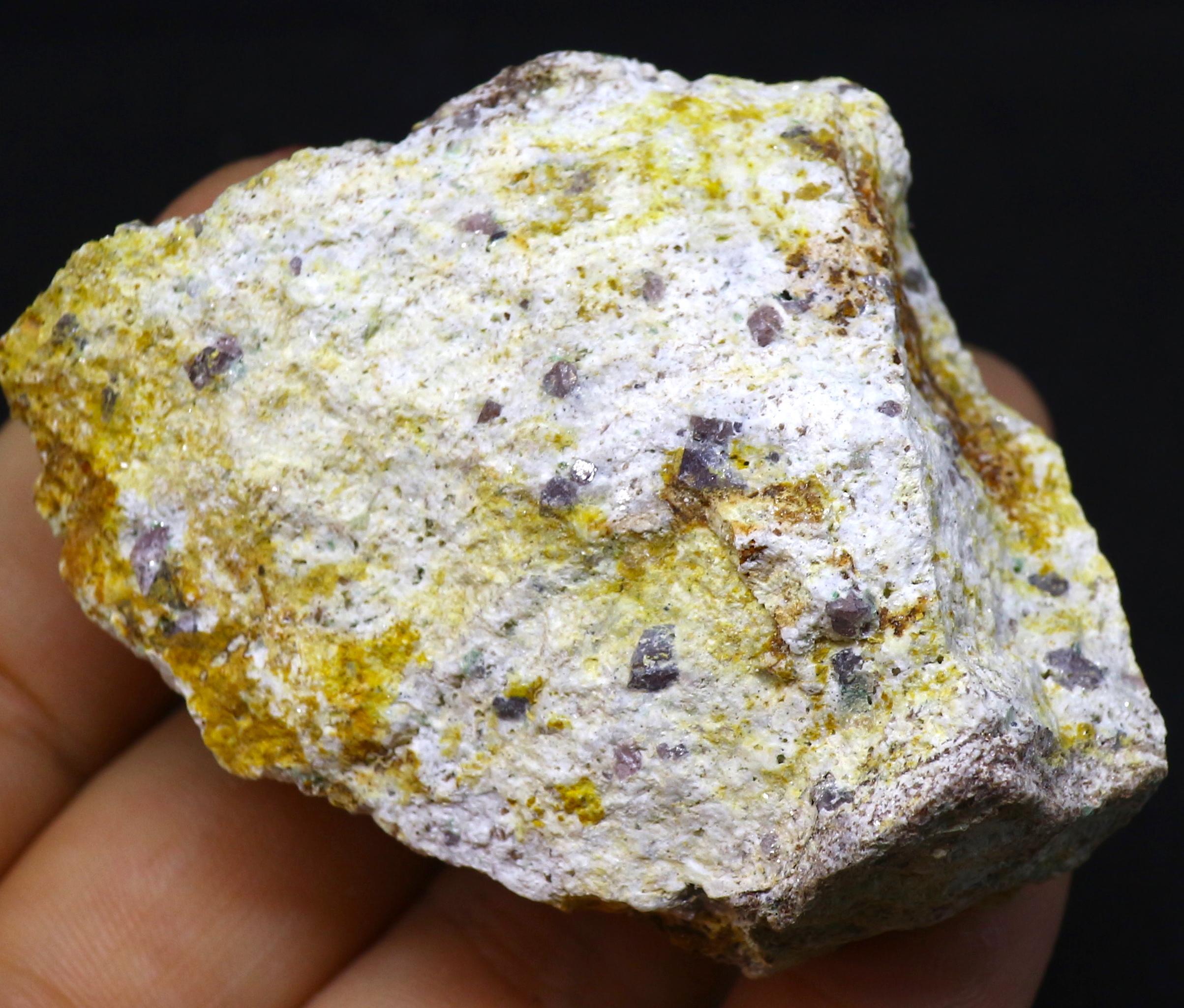カリフォルア産 コランダム ルビー サファイア 原石 自主採掘品 76,5g RB004