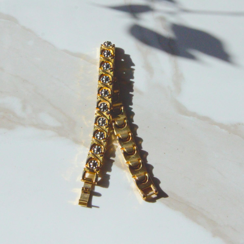 上品なゴールドとメタルの70年代ブレスレット