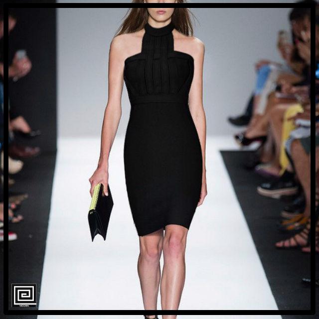 ホルターネックバンテージドレス