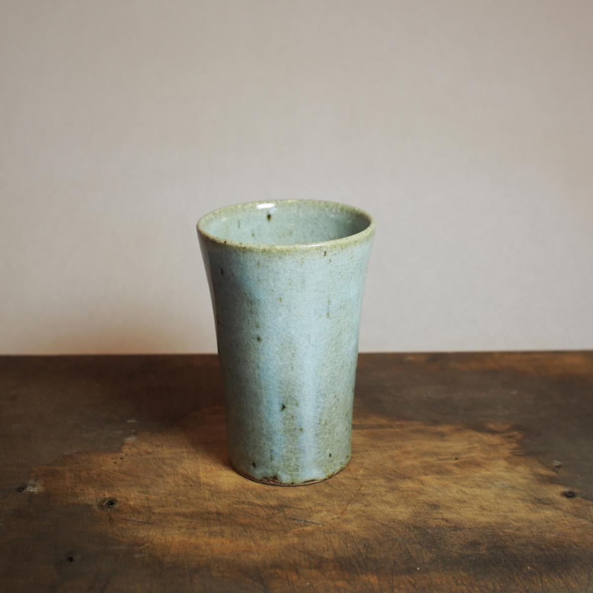 淡い水色のタンブラー フリーカップ。 250ml